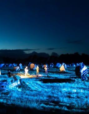 Le spectacle Skedanoz à Carnacles illuminations dans les menhirs de Carnac